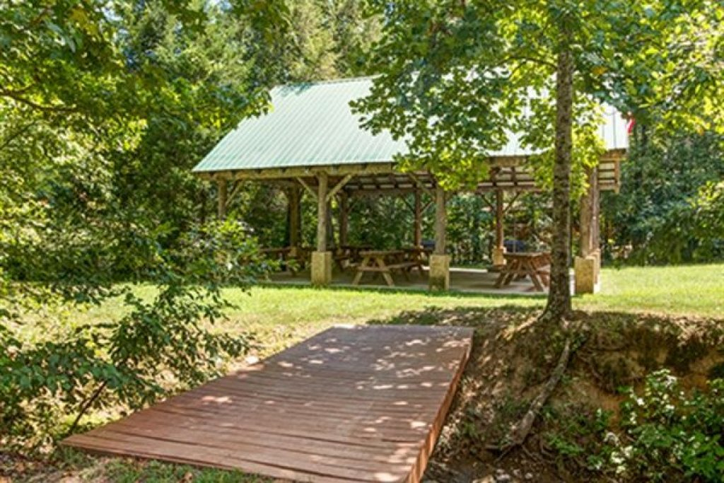 Photo of a Sevierville Cabin named Wagon Wheel Cabin - This is the twenty-ninth photo in the set.