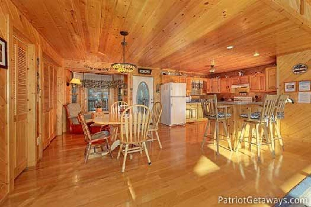 Photo of a Sevierville Cabin named About Time - This is the seventh photo in the set.