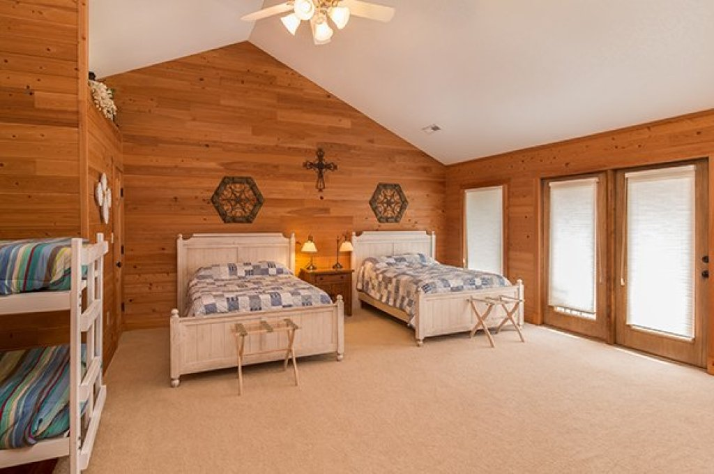 Photo of a Sevierville Cabin named Sky View - This is the twenty-second photo in the set.