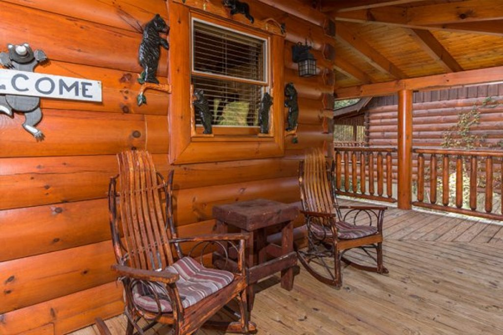 Photo of a Sevierville Cabin named Bearfoot Memories - This is the thirteenth photo in the set.