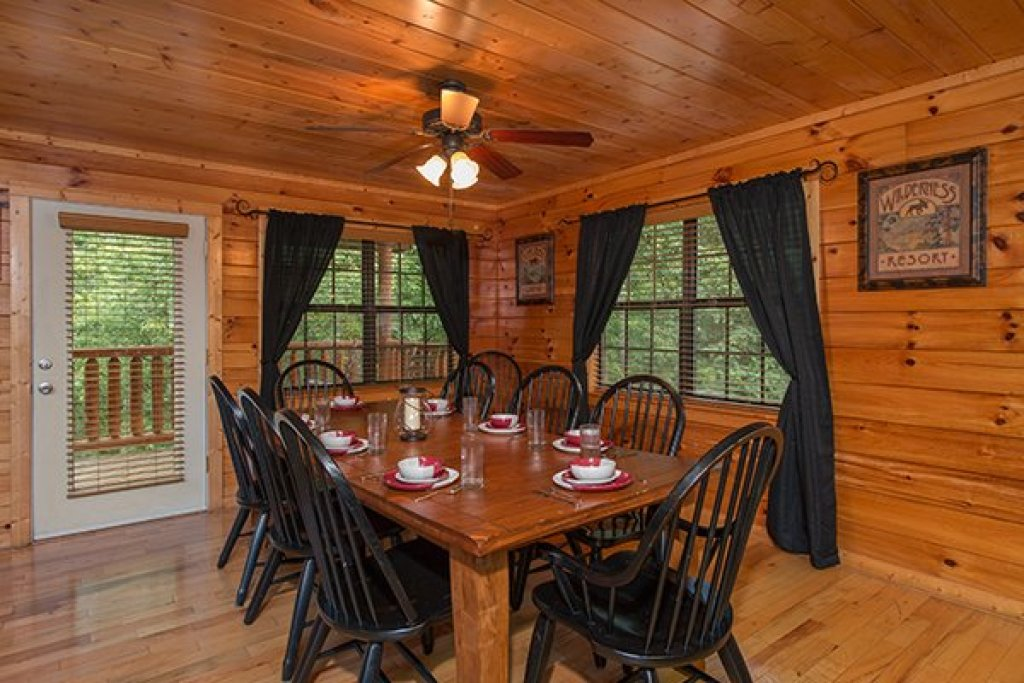 Photo of a Pigeon Forge Cabin named Family Ties Lodge - This is the fourth photo in the set.