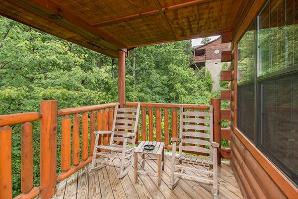 Photo of a Pigeon Forge Cabin named Family Ties Lodge - This is the fifteenth photo in the set.