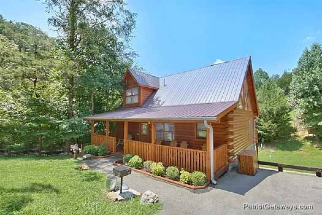 Photo of a Pigeon Forge Cabin named Alpine Tranquility - This is the third photo in the set.