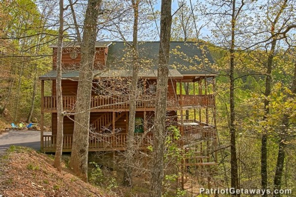 Photo of a Sevierville Cabin named Privacy & A View - This is the twenty-fourth photo in the set.