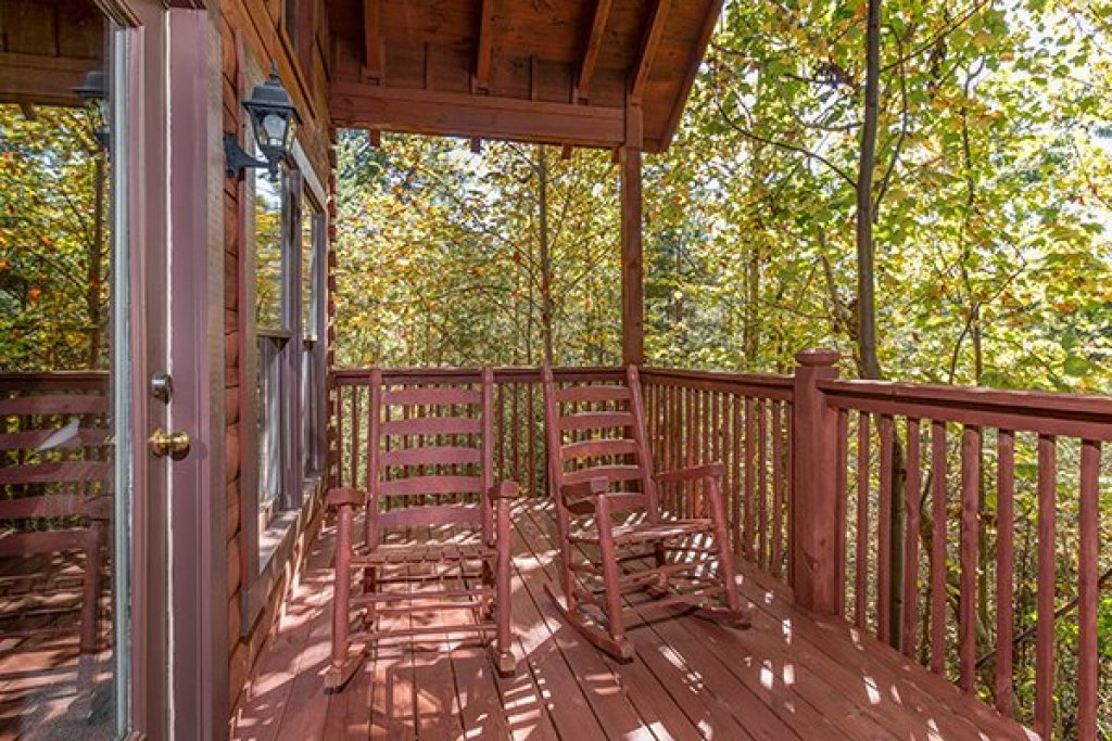 Photo of a Gatlinburg Cabin named A Honeymoon Haven - This is the fourteenth photo in the set.