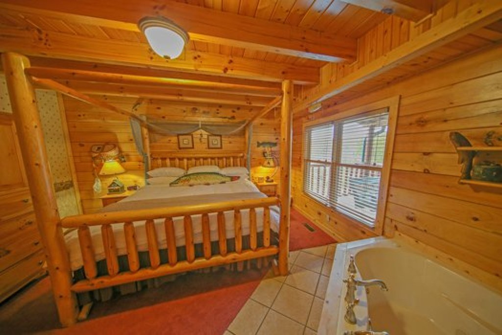 Photo of a Sevierville Cabin named Fox N Socks - This is the twelfth photo in the set.