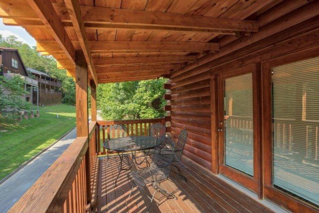 Photo of a Pigeon Forge Cabin named Alpine Tranquility - This is the twentieth photo in the set.
