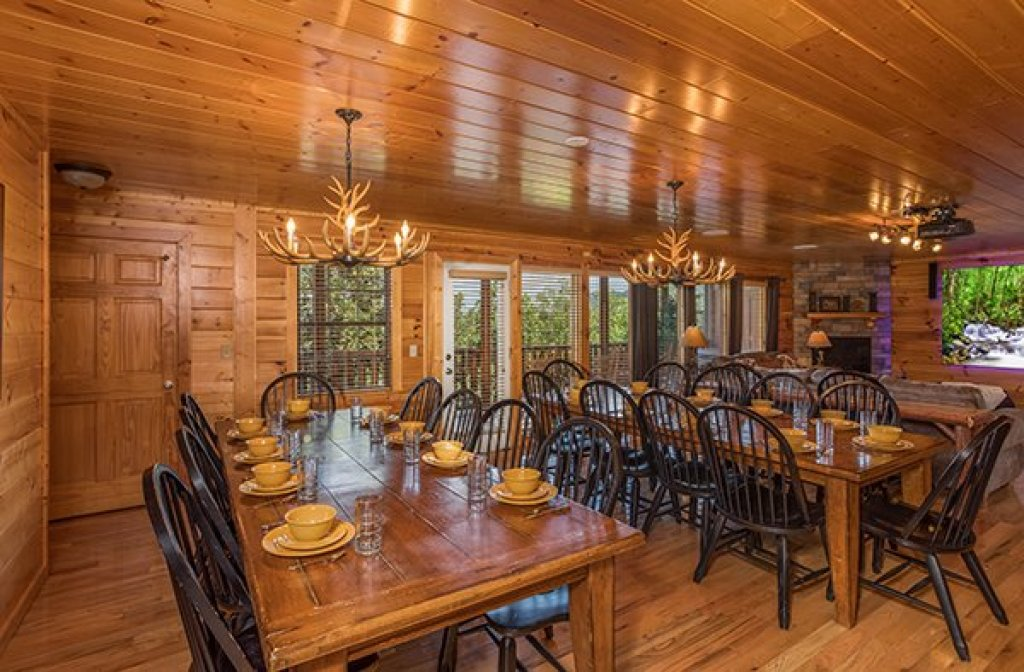 Photo of a Pigeon Forge Cabin named Shangri-lodge - This is the sixth photo in the set.