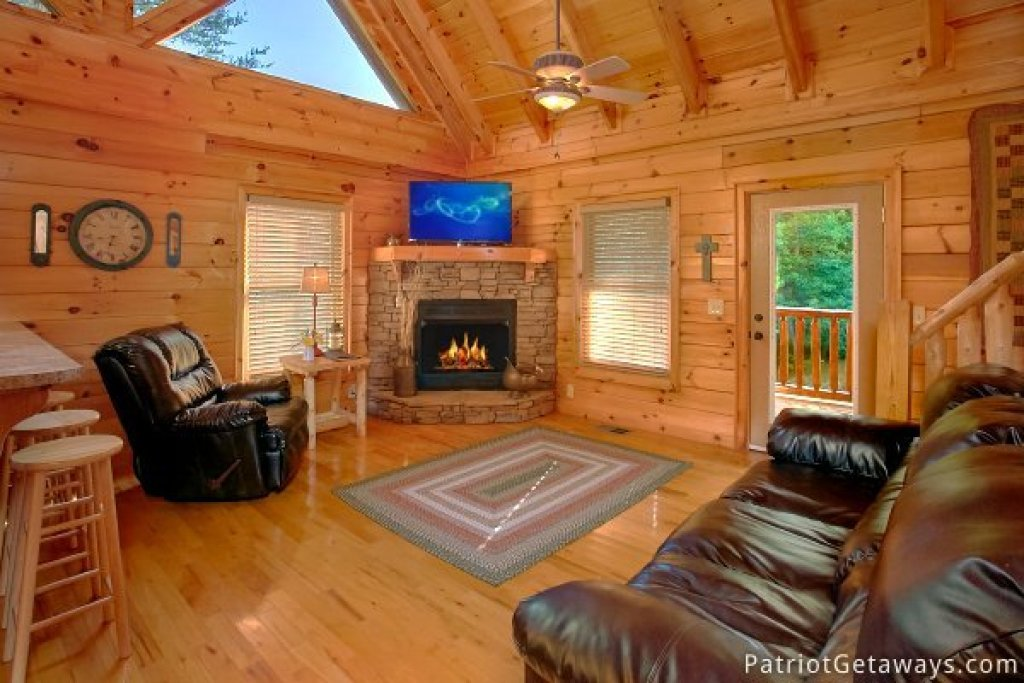 Photo of a Pigeon Forge Cabin named Alpine Sundance Trail - This is the third photo in the set.