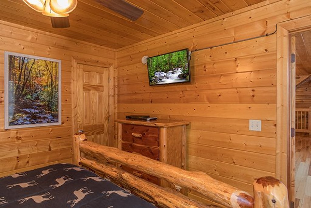 Photo of a Pigeon Forge Cabin named Shangri-lodge - This is the thirteenth photo in the set.