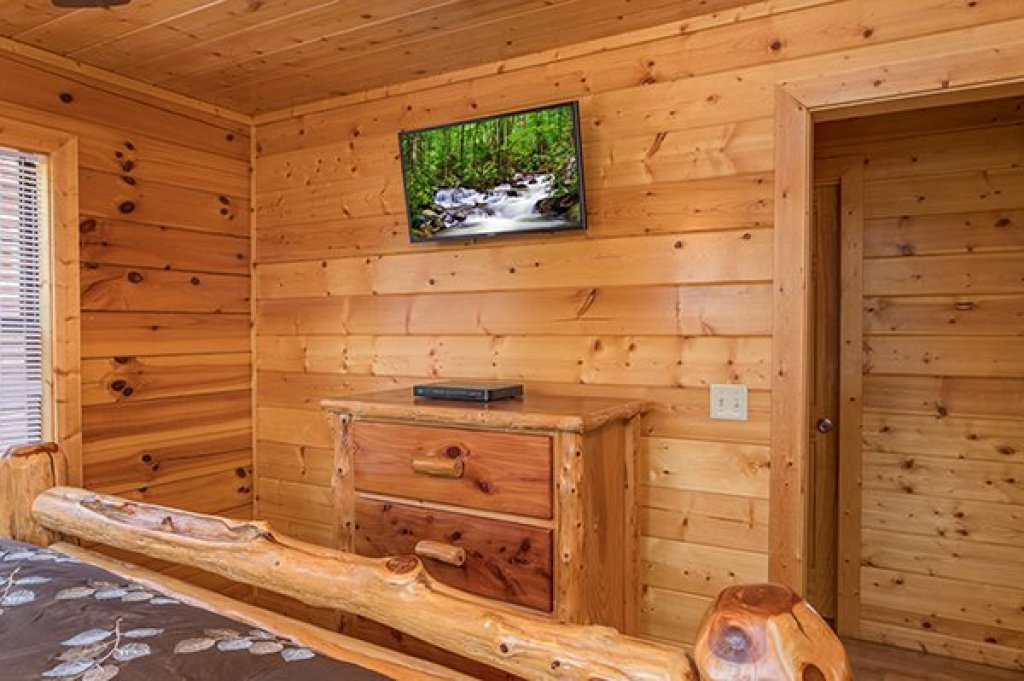 Photo of a Pigeon Forge Cabin named Shangri-lodge - This is the forty-first photo in the set.
