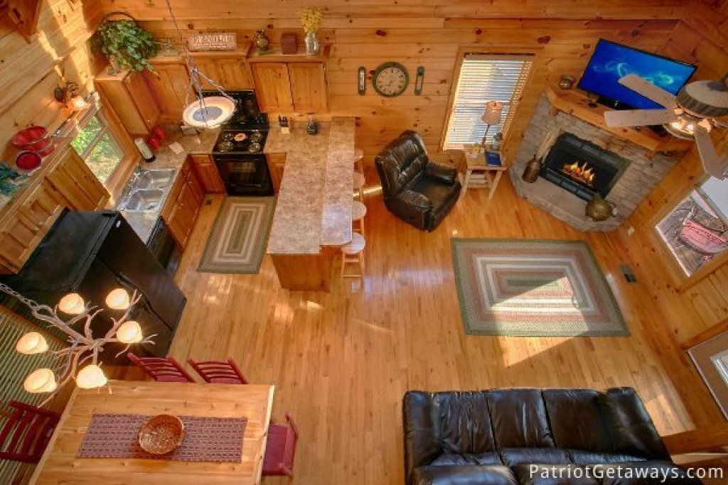 Photo of a Pigeon Forge Cabin named Alpine Sundance Trail - This is the second photo in the set.