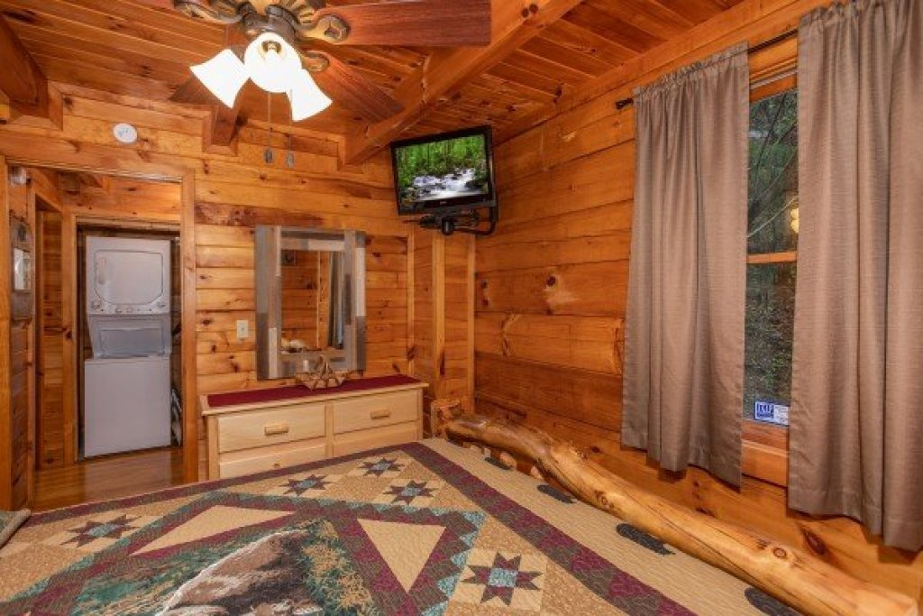 Photo of a Sevierville Cabin named Cabin In The Woods - This is the ninth photo in the set.