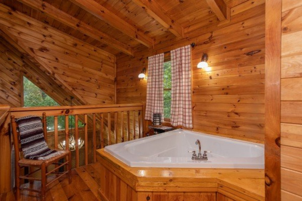 Photo of a Sevierville Cabin named Cabin In The Woods - This is the sixteenth photo in the set.