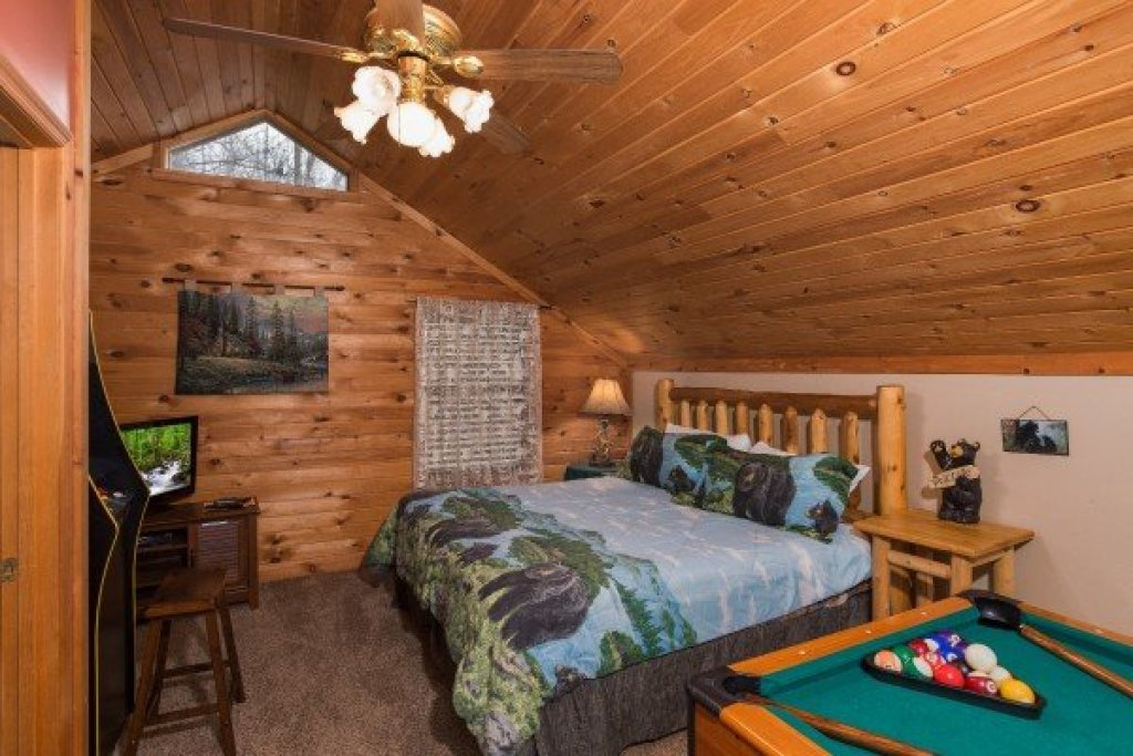 Photo of a Pigeon Forge cabin named A Little Slice Of Heaven - This is the fourteenth photo in the set.