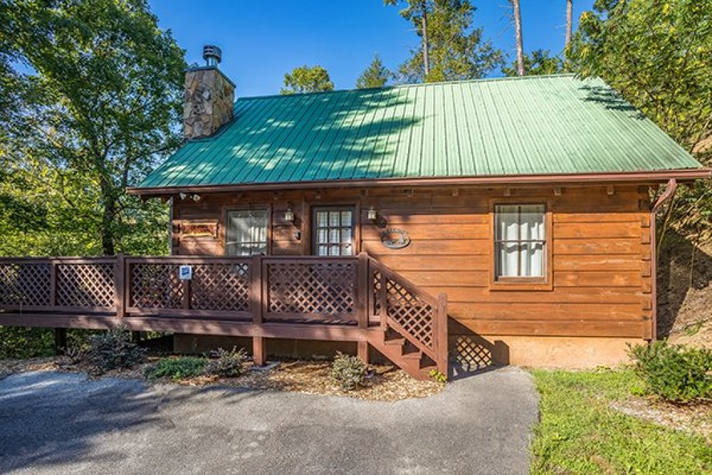 Photo of a Sevierville Cabin named Cabin In The Woods - This is the second photo in the set.