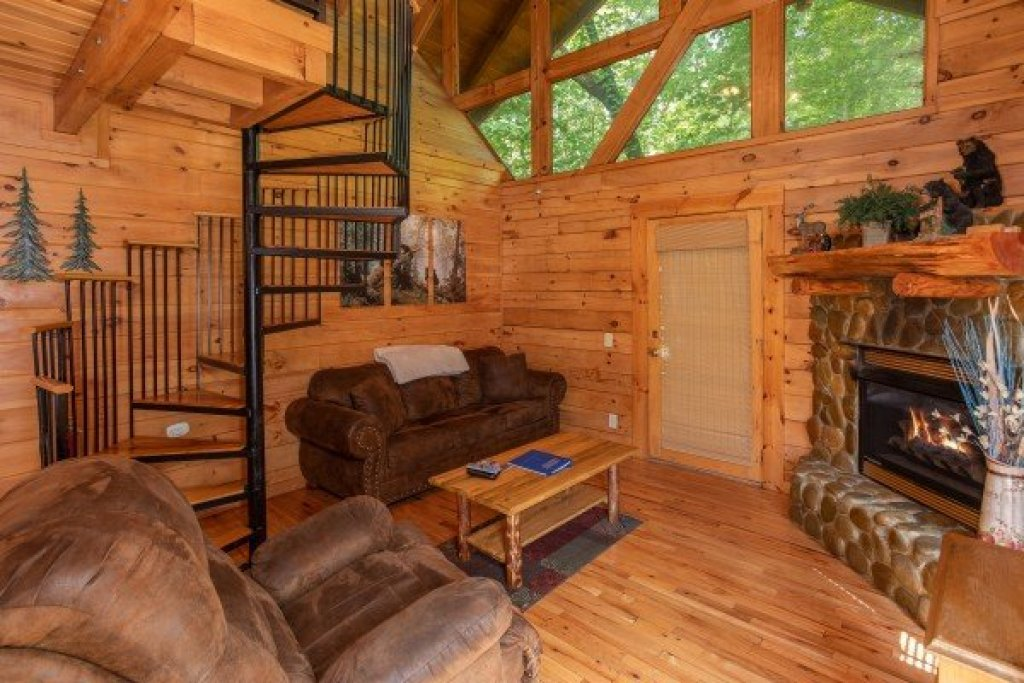 Photo of a Gatlinburg Cabin named Dreams Do Come True - This is the second photo in the set.