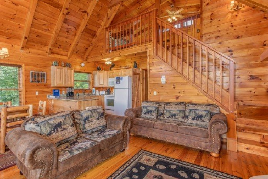 Photo of a Sevierville Cabin named Dancin Bear Hideaway - This is the sixth photo in the set.