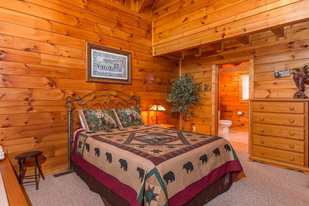 Photo of a Gatlinburg Cabin named A Honeymoon Haven - This is the sixth photo in the set.