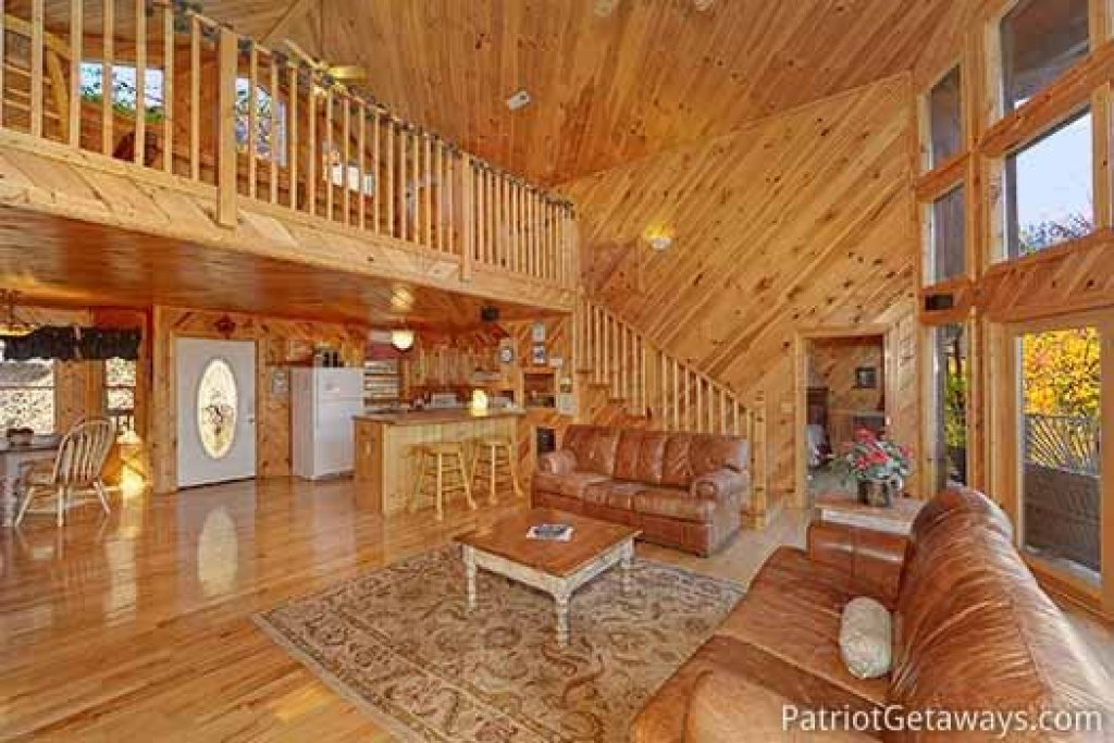 Photo of a Pigeon Forge Cabin named Kaleidoscope - This is the fourth photo in the set.