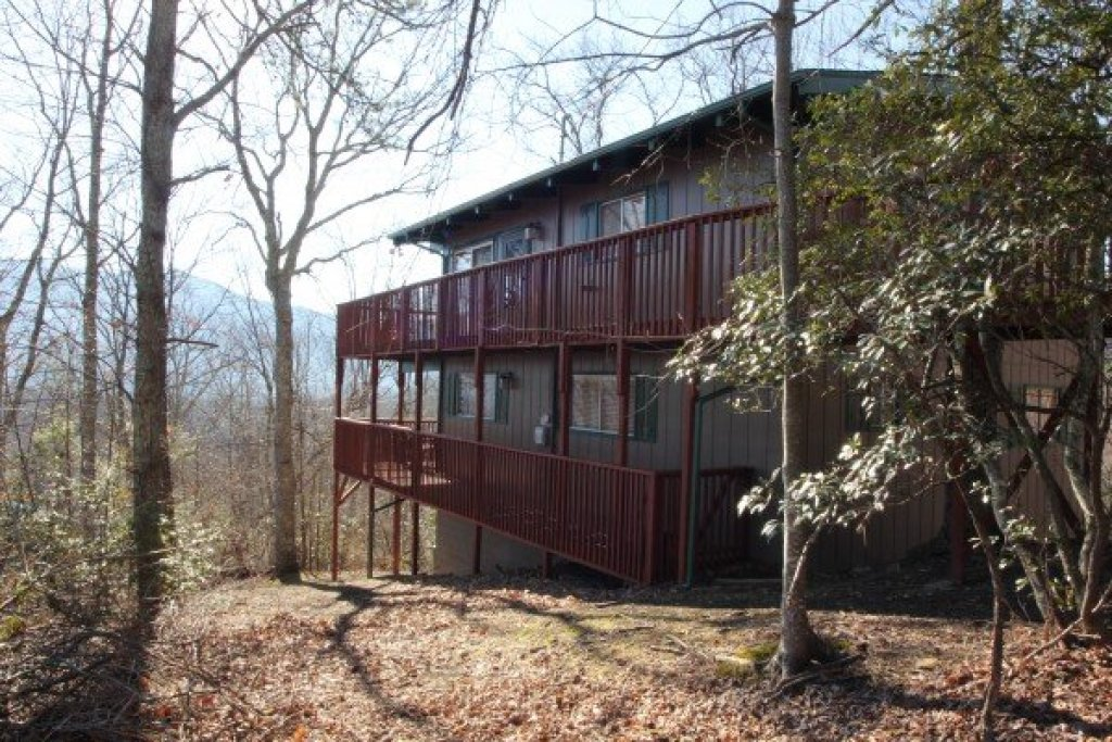 Photo of a Gatlinburg Cabin named Bushwood Lodge - This is the second photo in the set.