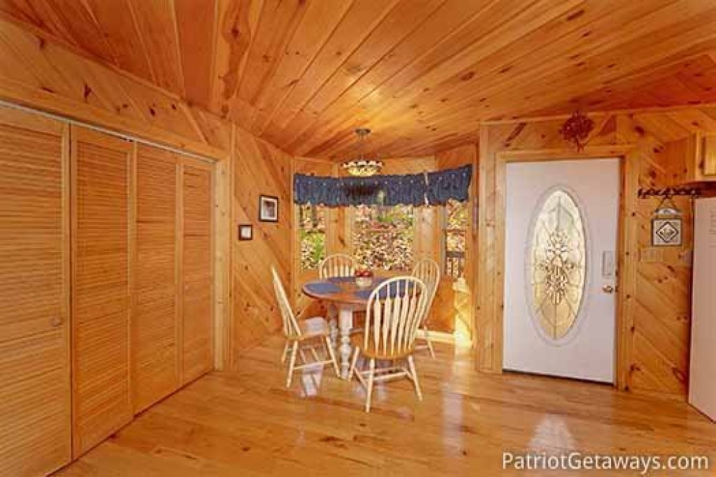 Photo of a Pigeon Forge Cabin named Kaleidoscope - This is the sixth photo in the set.