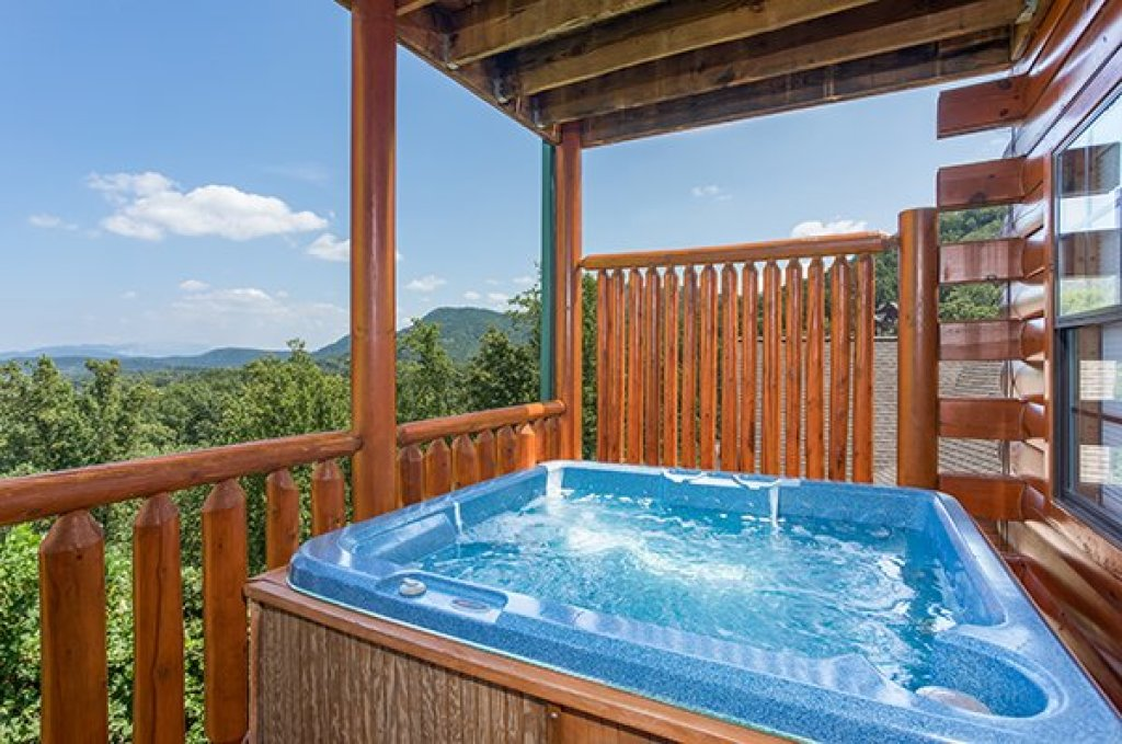 Photo of a Pigeon Forge Cabin named Shangri-lodge - This is the twenty-fourth photo in the set.