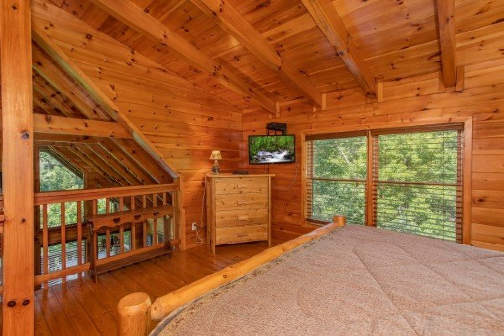 Photo of a Sevierville Cabin named Dancin Bear Hideaway - This is the eighteenth photo in the set.