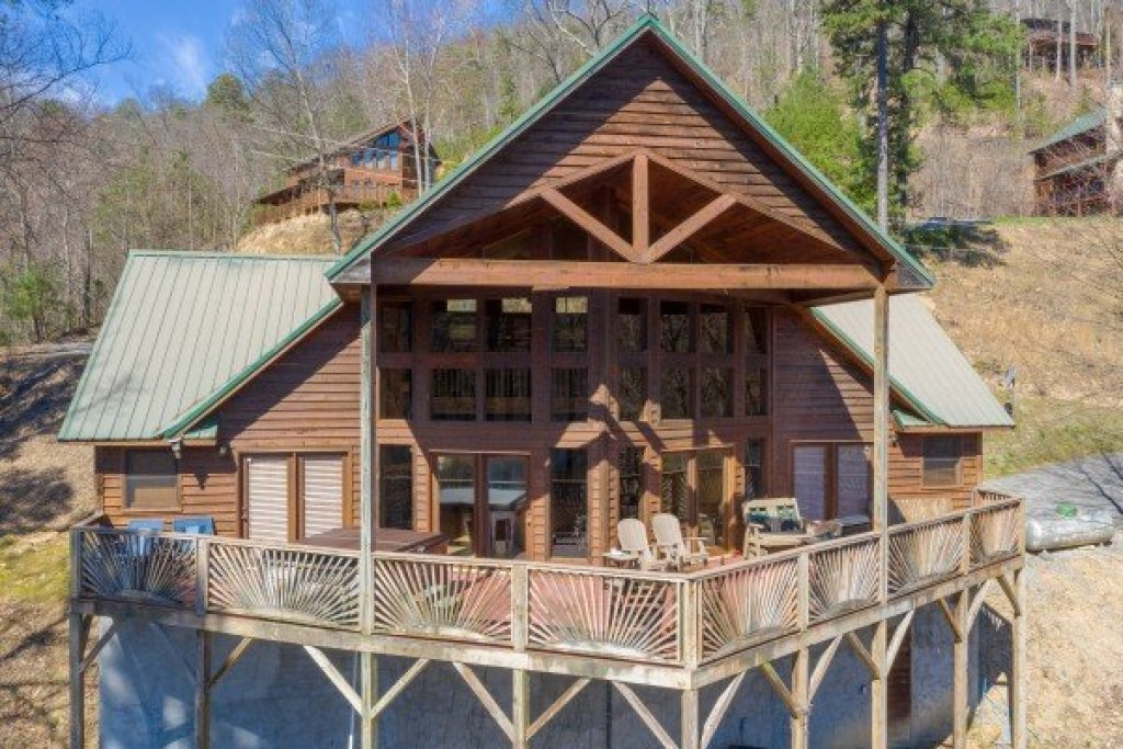 Photo of a Pigeon Forge Cabin named Kaleidoscope - This is the first photo in the set.