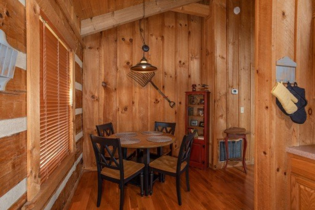 Photo of a Sevierville Cabin named Blue Mountain Views - This is the fifth photo in the set.