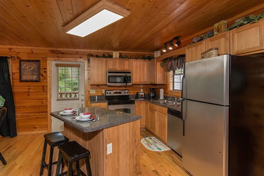 Photo of a Pigeon Forge Cabin named Family Ties Lodge - This is the sixth photo in the set.