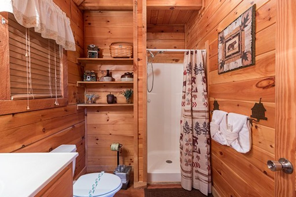 Photo of a Sevierville Cabin named Bear Hug Hideaway - This is the ninth photo in the set.