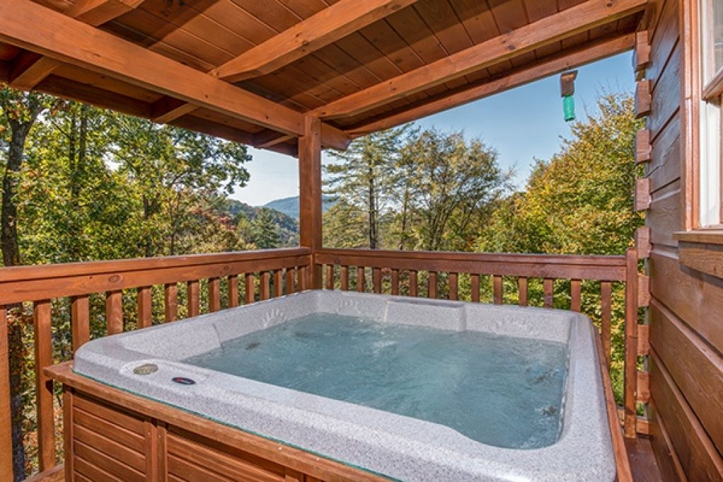 Photo of a Sevierville Cabin named Bear Hug Hideaway - This is the tenth photo in the set.