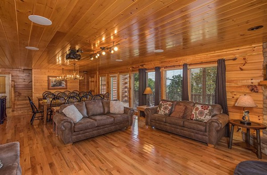 Photo of a Pigeon Forge Cabin named Shangri-lodge - This is the fifth photo in the set.