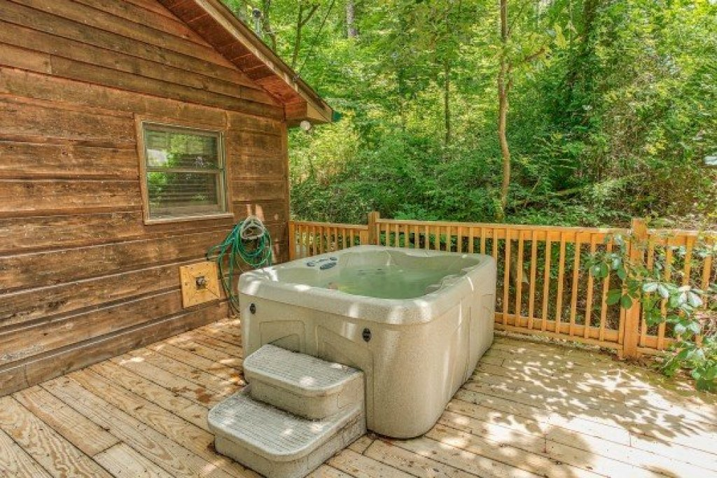 Photo of a Gatlinburg Cabin named Kabbe Bear Cabin - This is the twelfth photo in the set.