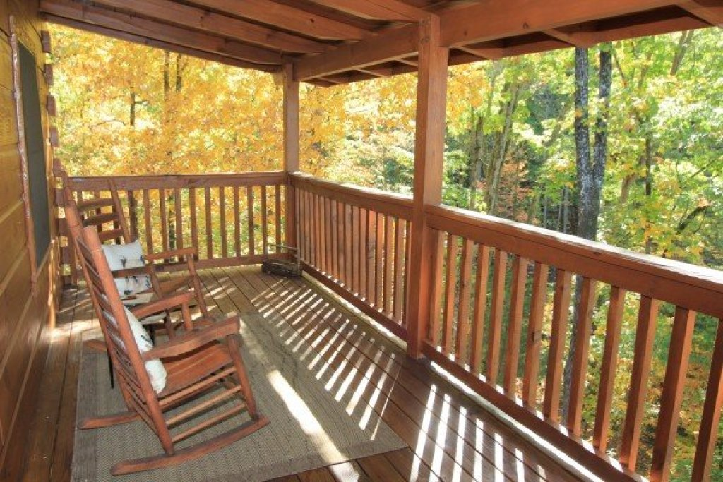 Photo of a Sevierville Cabin named Bear Hug Hideaway - This is the fifteenth photo in the set.