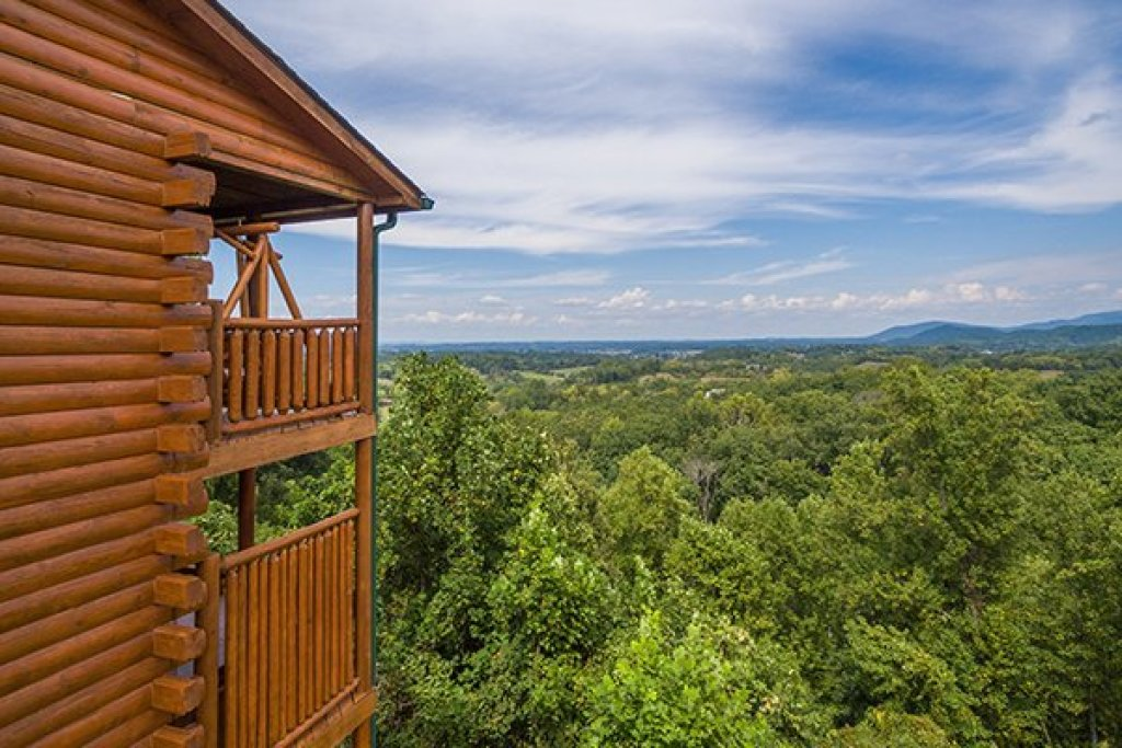 Photo of a Pigeon Forge Cabin named Shangri-lodge - This is the forty-fourth photo in the set.