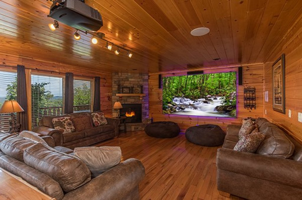Photo of a Pigeon Forge Cabin named Shangri-lodge - This is the fourth photo in the set.