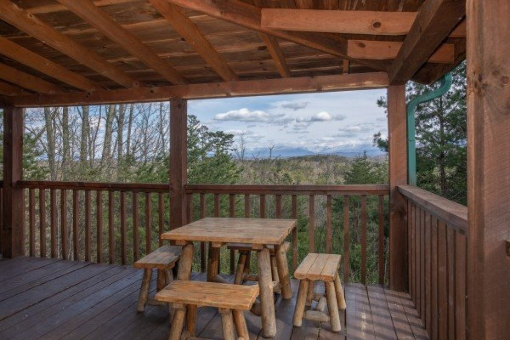 Photo of a Sevierville Cabin named Blue Mountain Views - This is the sixth photo in the set.