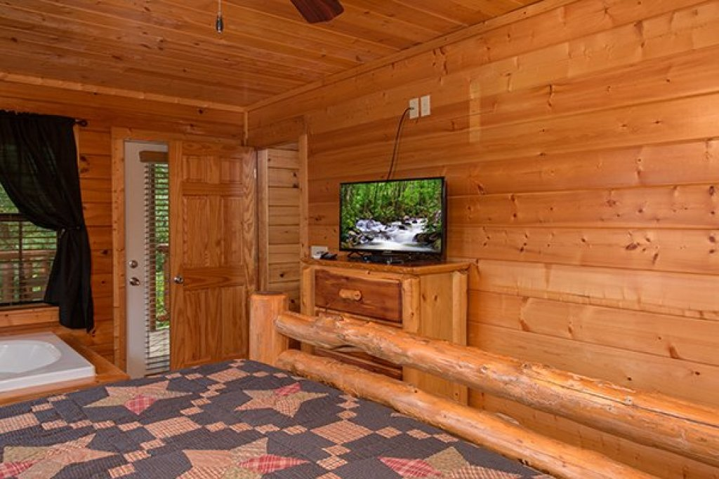 Photo of a Pigeon Forge Cabin named Family Ties Lodge - This is the eighth photo in the set.