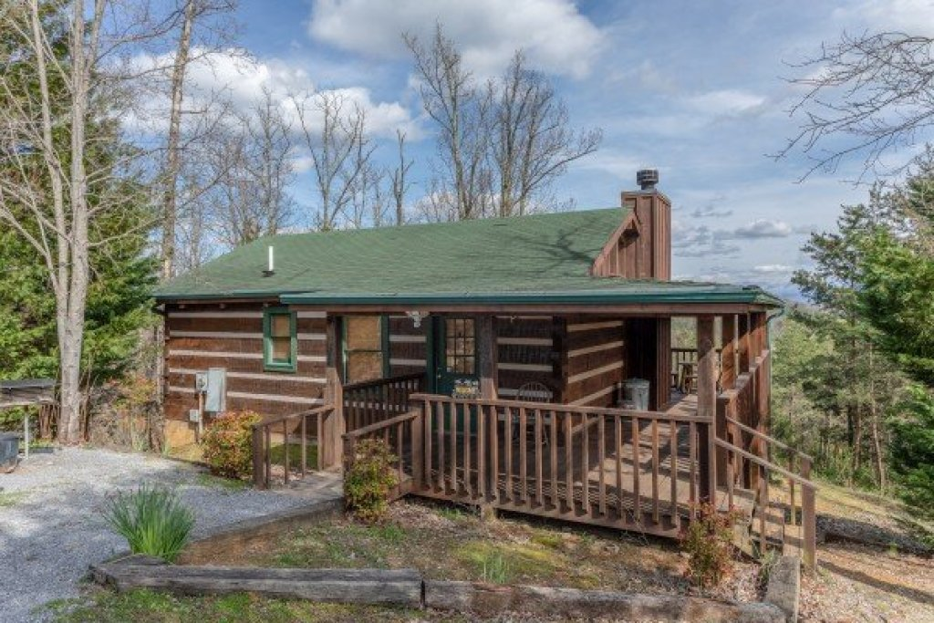 Photo of a Sevierville Cabin named Blue Mountain Views - This is the first photo in the set.