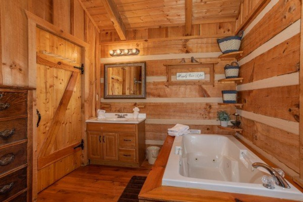 Photo of a Sevierville Cabin named Blue Mountain Views - This is the thirteenth photo in the set.