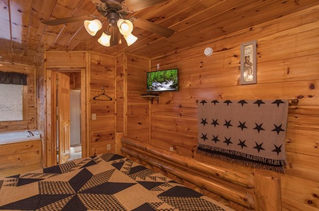 Photo of a Gatlinburg Cabin named Just Relax - This is the fifth photo in the set.