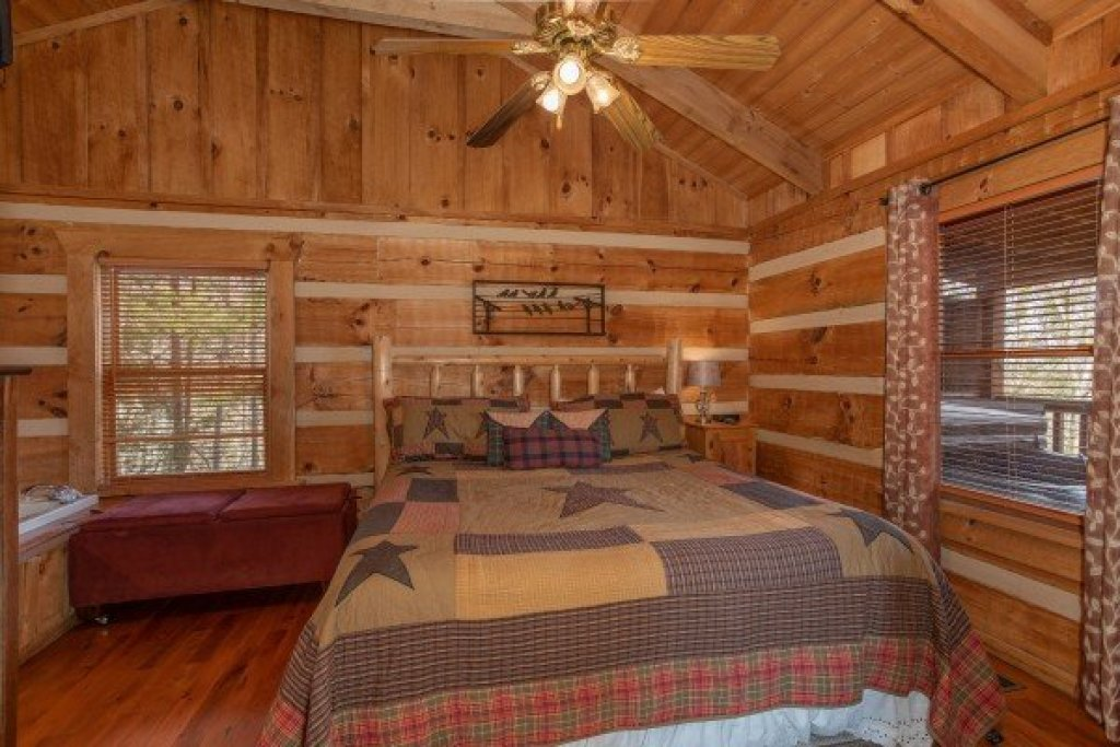 Photo of a Sevierville Cabin named Blue Mountain Views - This is the tenth photo in the set.
