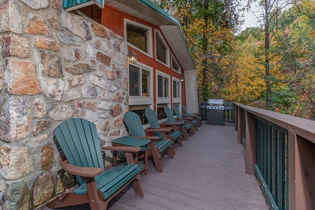 Photo of a Gatlinburg Cabin named Without A Paddle - This is the third photo in the set.