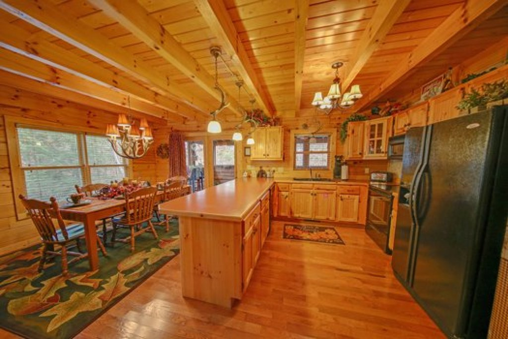 Photo of a Sevierville Cabin named Fox N Socks - This is the fifth photo in the set.