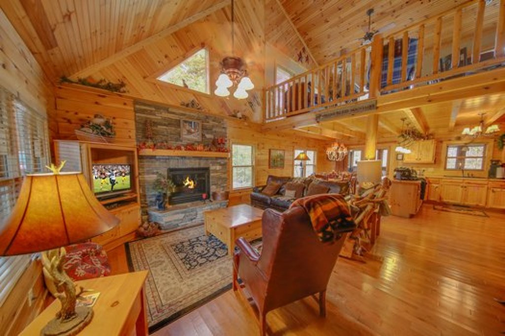 Photo of a Sevierville Cabin named Fox N Socks - This is the third photo in the set.