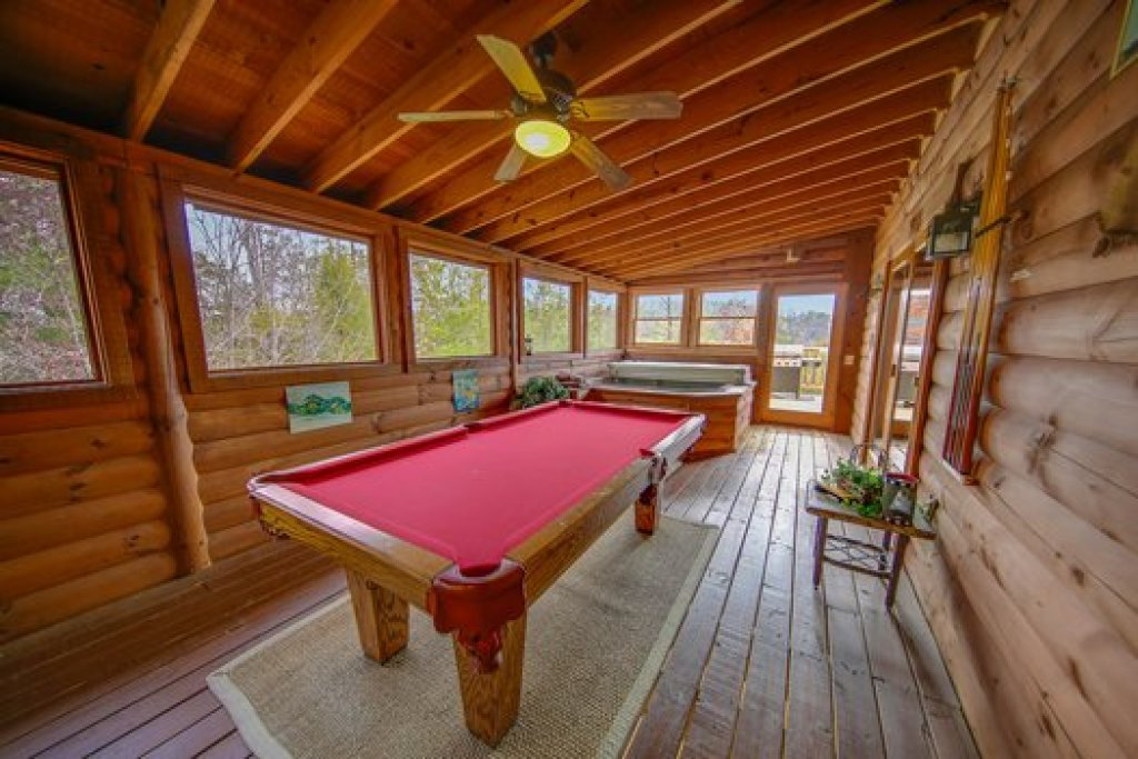 Photo of a Sevierville Cabin named Fox N Socks - This is the eighth photo in the set.