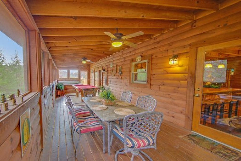 Photo of a Sevierville Cabin named Fox N Socks - This is the eighteenth photo in the set.