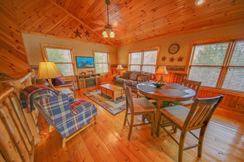 Photo of a Sevierville Cabin named Fox N Socks - This is the tenth photo in the set.